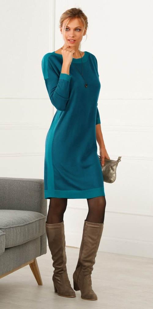 Zimní pletené šaty k vysokým kozačkám