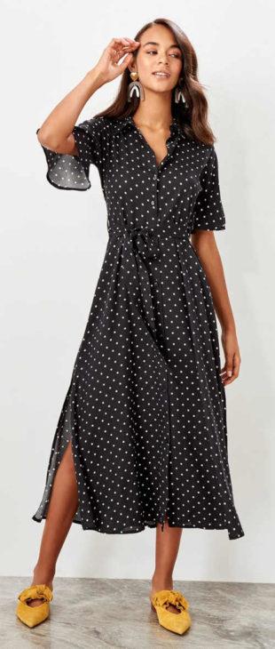Elegantní dlouhé černé šaty s bílými puntíky