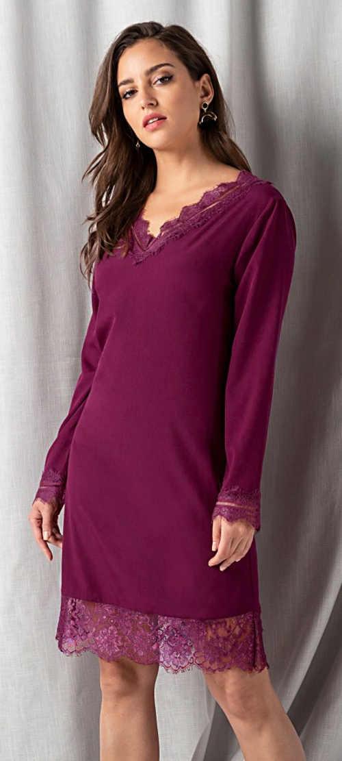Krajkové fialové šaty s dlouhými rukávy