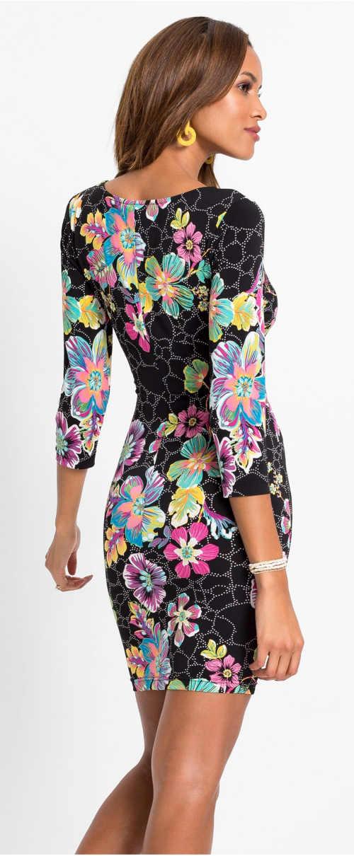 Krátké šaty s květinovým potiskem a třičtvrtečními rukávy
