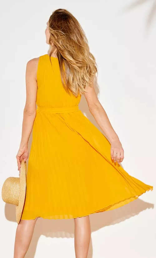 Žluté letní šaty s širokou sukní