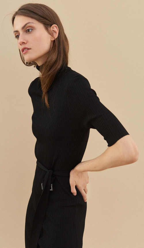 Zimní černé dámské šaty s rolákem