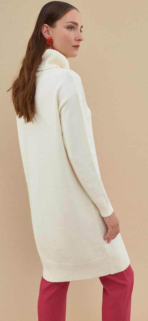 Bílé svetrové šaty s délkou pod kolena