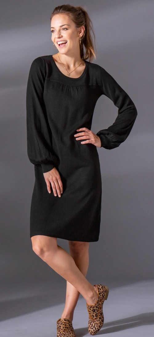 Černé podzimní šaty pro plnoštíhlé