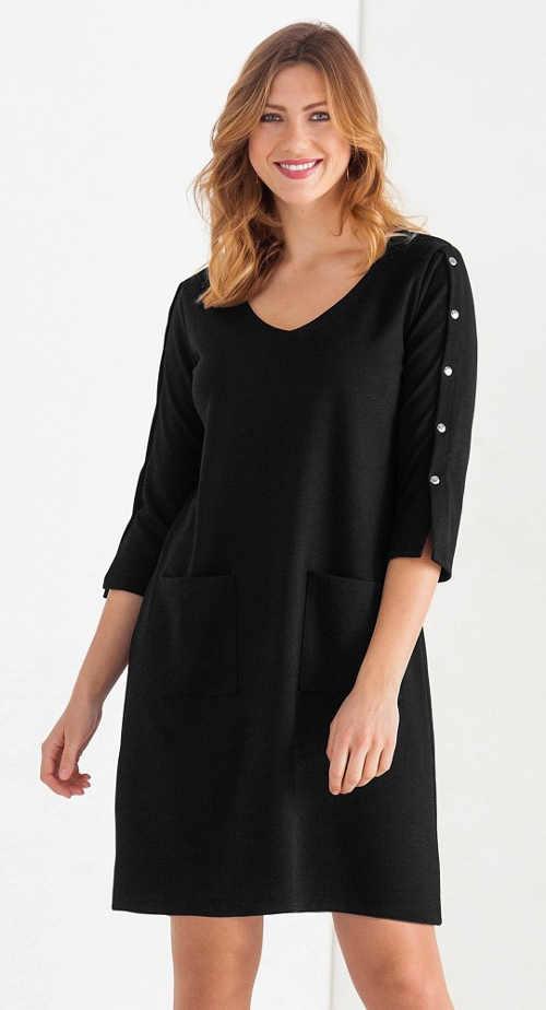 Černé úpletové šaty s patentkami na tříčtvrtečních rukávech