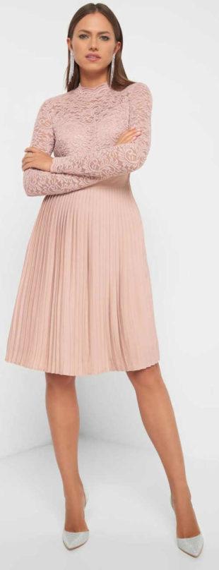 Elegantní růžové krajkované šaty
