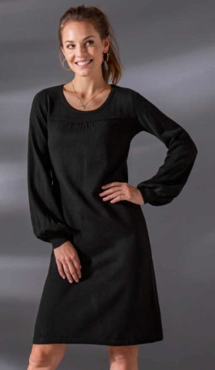 Jednobarevné černé úpletové šaty s dlouhými rukávy