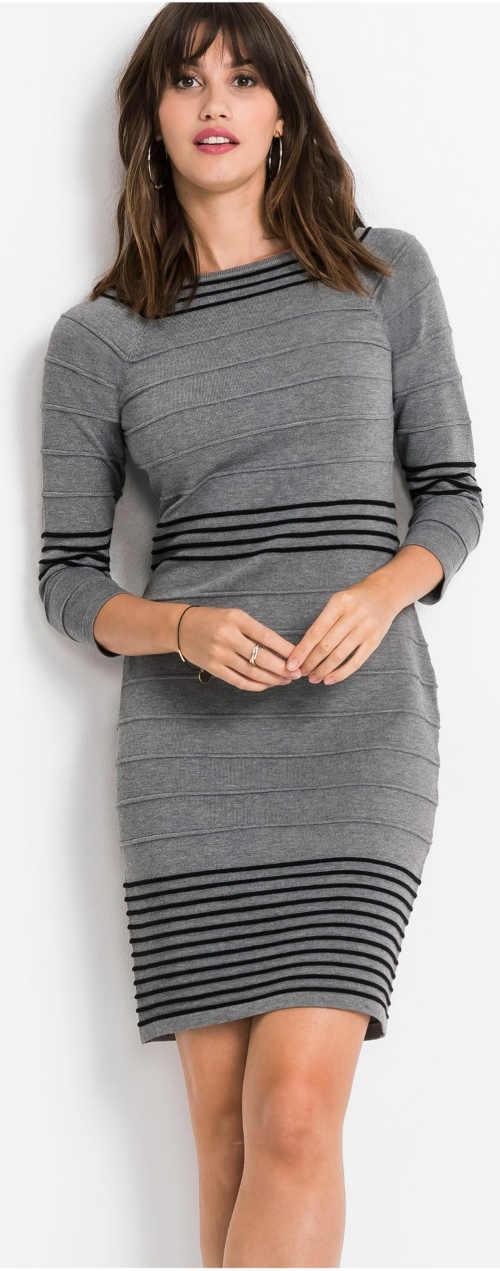 Krátké úpletové dámské šaty s ozdobným proužkem