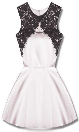 Bílé společenské šaty bez rukávů ozdobené černou krajkou