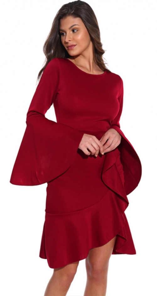Červené plesové šaty s širokými volány na rukávech