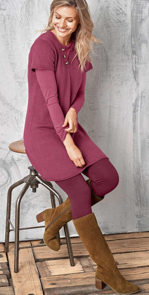 Fialové pletené dámské šaty s krátkým rukávem