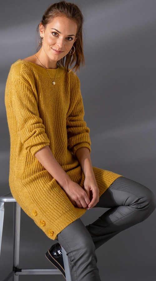 Pletené svetrové šaty žluté barvy