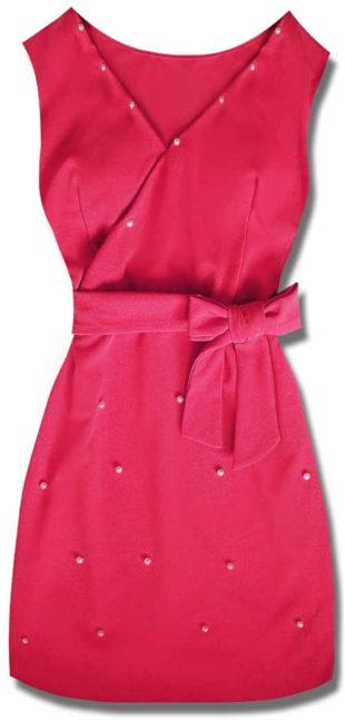Růžové dámské šaty s ozdobnými korálky a zavazováním v pase