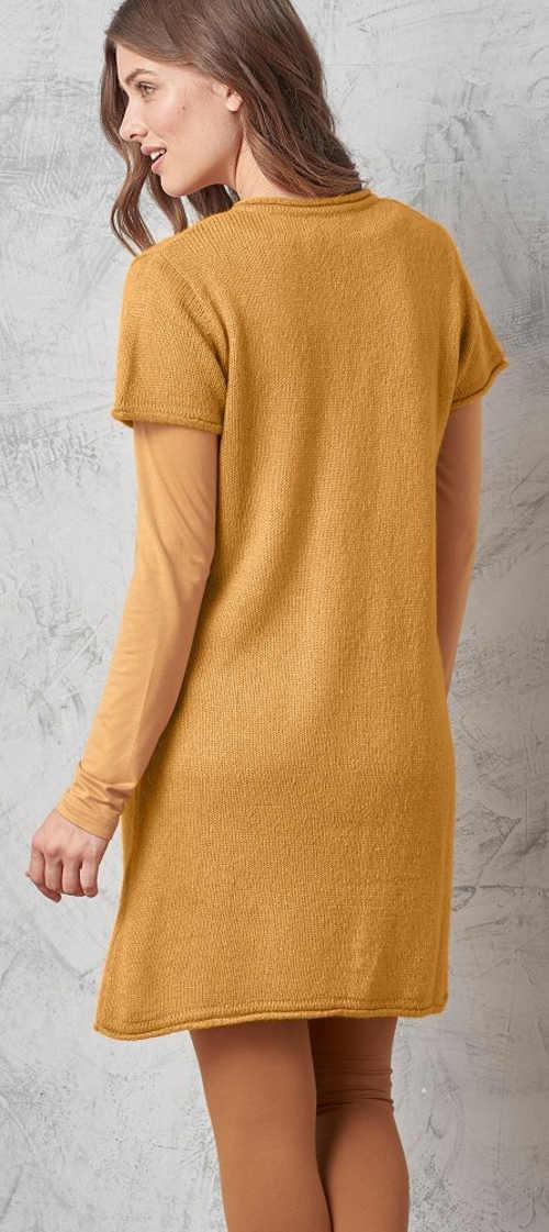 Žluté svetrové šaty k legínám