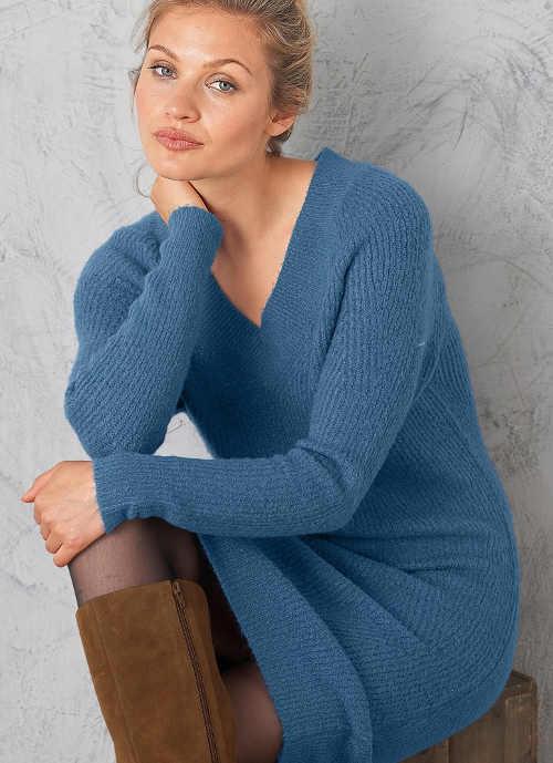 Světle modré svetrové zimní šaty