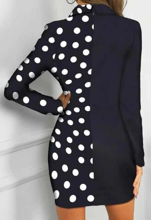 Tmavě modré dámské šaty s puntíky