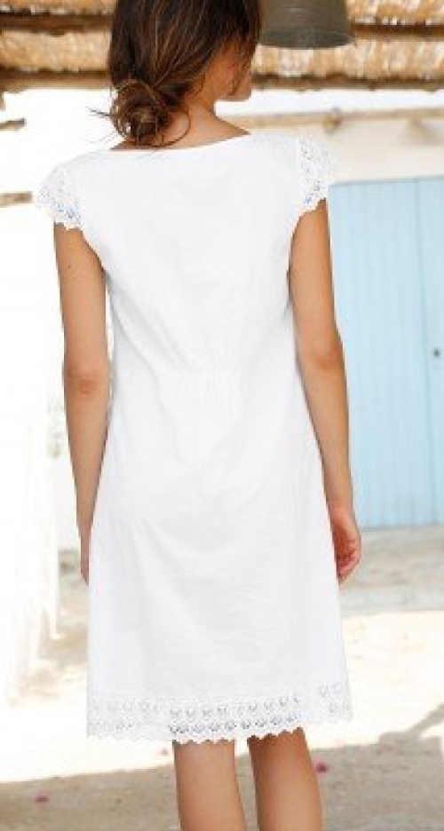 Bílé krajkové šaty k moři pro plnoštíhlé