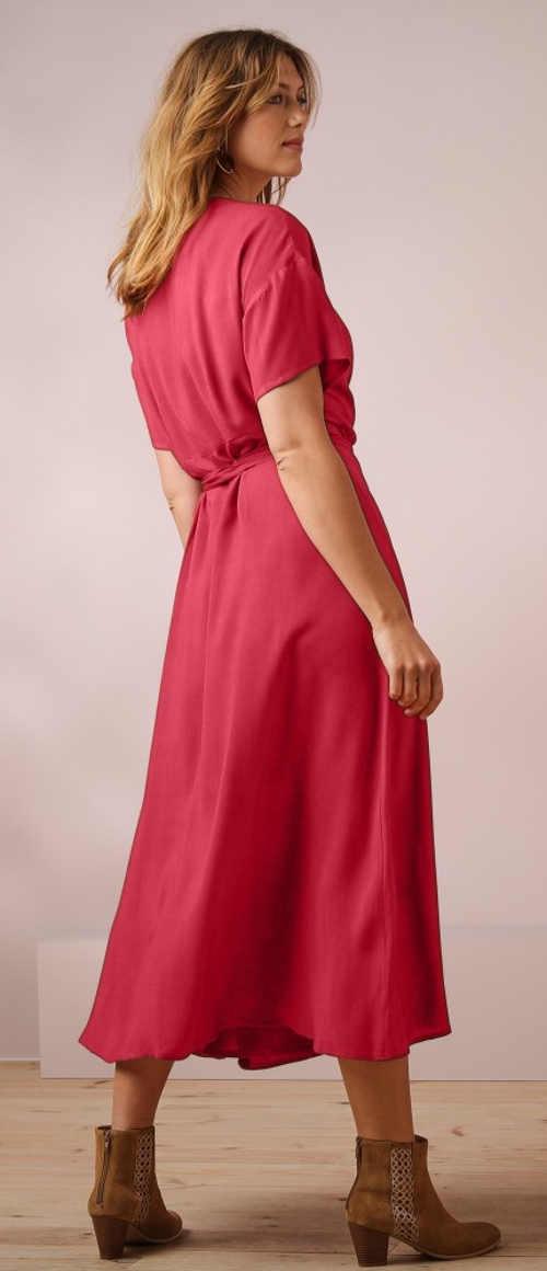 Dlouhé růžové podzimní šaty