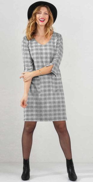 Elegantní kostkované šaty z pohodlného úpletu