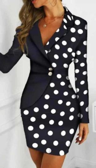 Elegantní puntíkované šaty s dlouhými rukávy