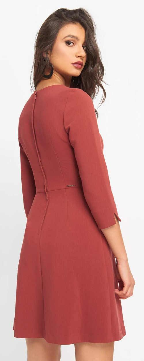Jednobarevné dámské business šaty se zipem na zádech