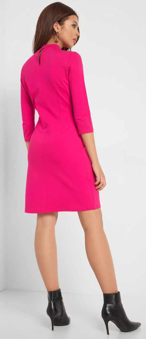 Jednobarevné  růžové šaty s tříčtvrtečním rukávem