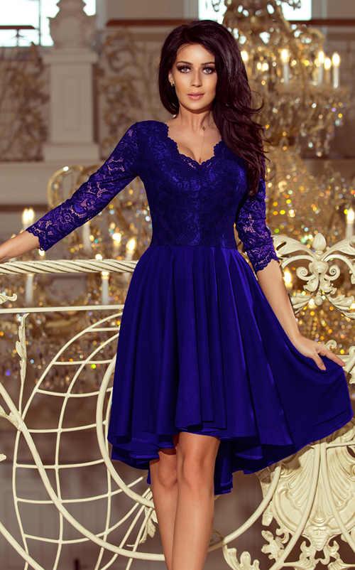 Modré plesové šaty s širokou skládanou sukní a třičtvrtečními krajkovými rukávy