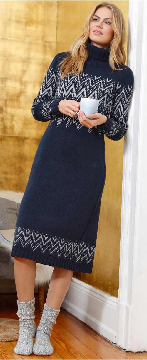 Modré pletené šaty s délkou pod kolena