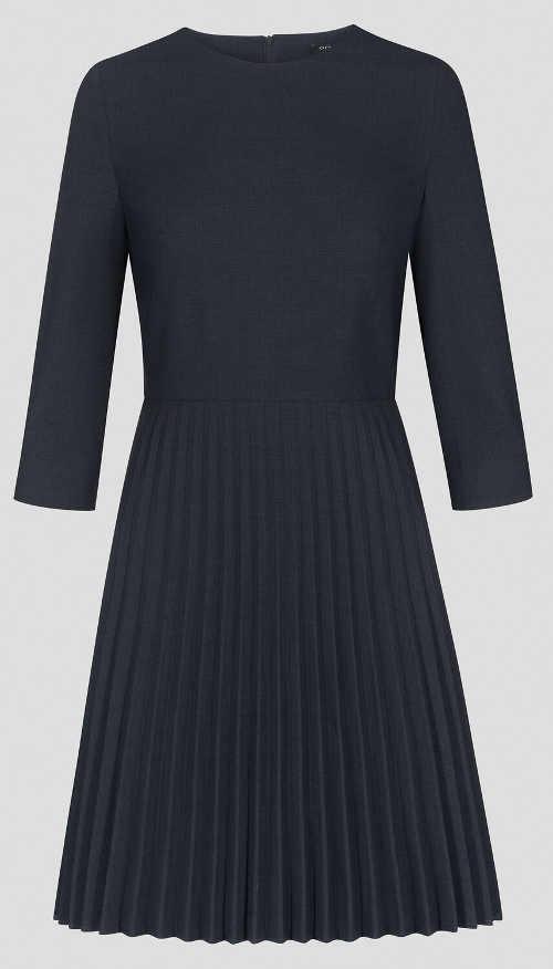 Plisované šaty s áčkovým střihem
