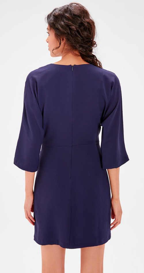 Šaty s tříčtvrtečním rukávem a skrytým zipem zadní straně