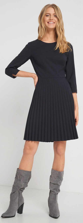 Šedé dámské šaty s tříčtvrtečními rukávy a plisovanou sukni