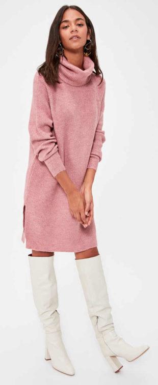 Teplé růžové pletené šaty s velkým rolákem