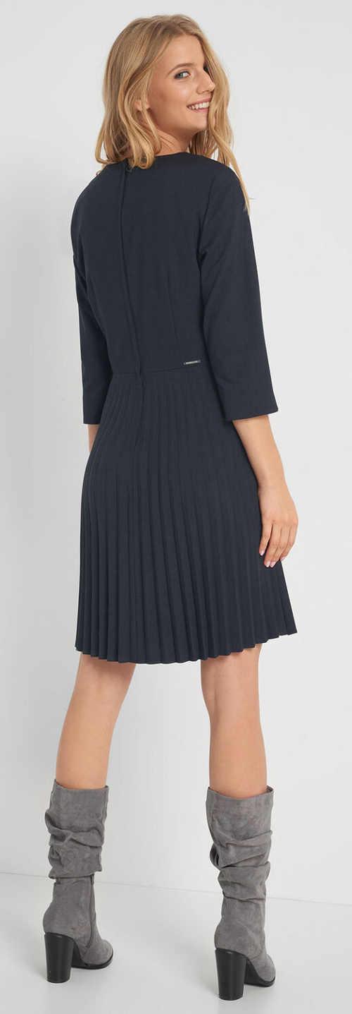 Tmavě modré plisované dámské šaty