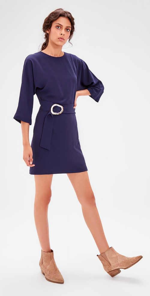 Tmavě modré společenské šaty s tříčtvrtečním rukávem