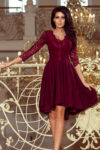 Vínové plesové šaty s krajkovými rukávy