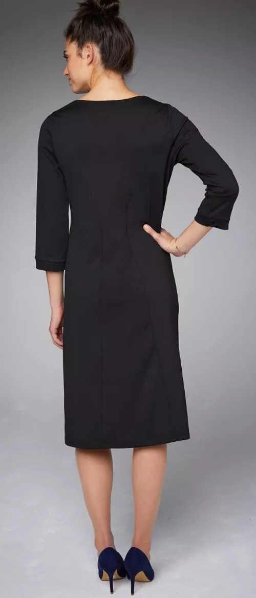Šaty rovného střihu s délkou ke kolenům