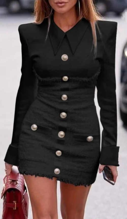 Černé elegantní minišaty s ozdobnými knoflíky a roztřepeným zakončením sukně