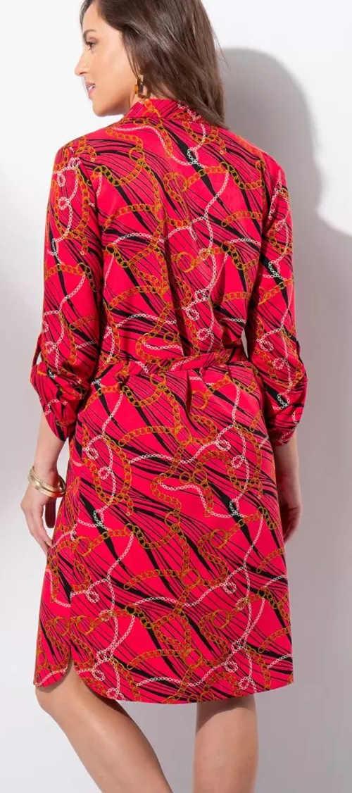 Červené šaty s páskem a potiskem