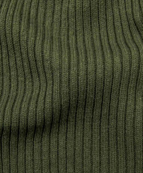 Teplé pletené zimní šaty zelené barvy