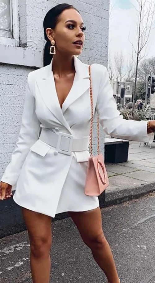 Elegantní bílé blejzrové šaty s širokým páskem