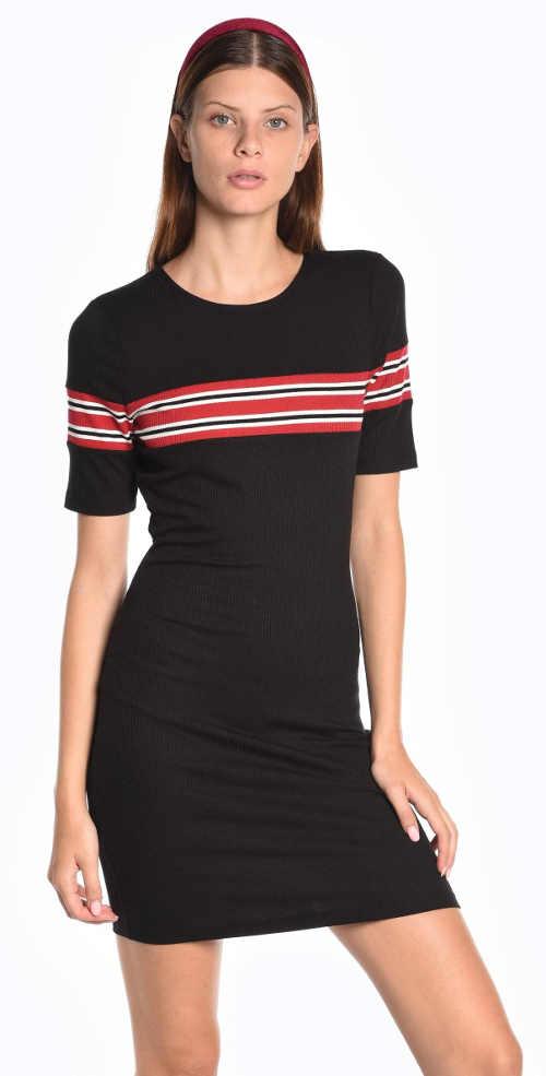 Jednoduché tričkové šaty s pruhem přes prsa