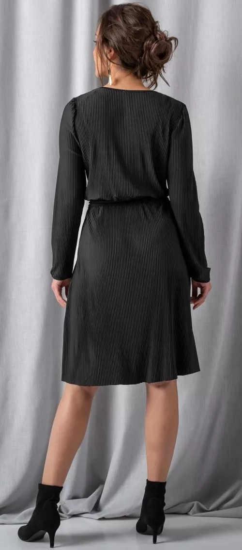 Černé plisované šaty s dlouhým rukávem