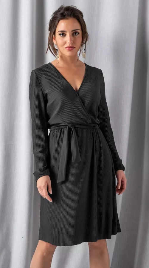 Černé plisované šaty s výstřihem do V