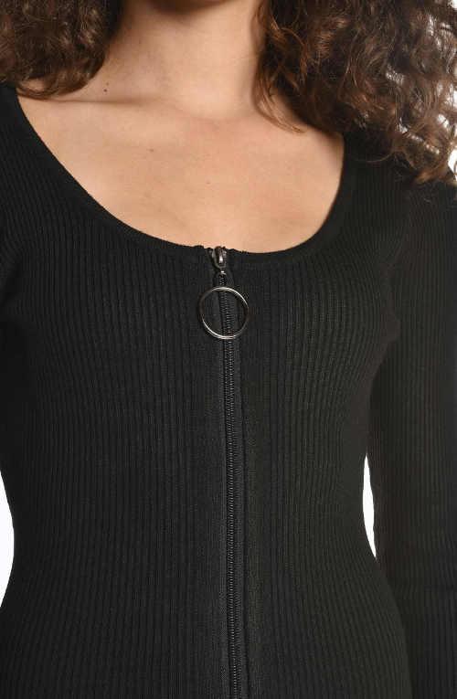 Černé žebrované šaty na zip vpředu