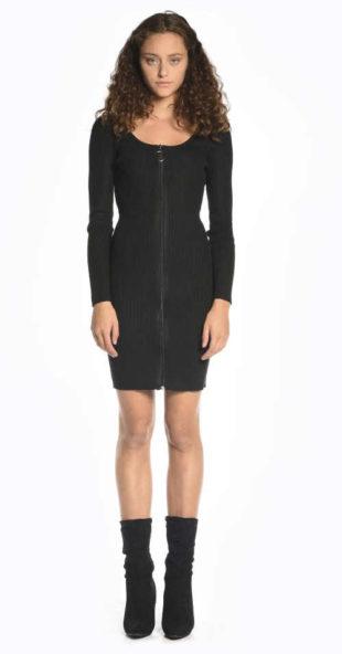 Černé žebrované šaty řešené zapínáním vpředu na zip