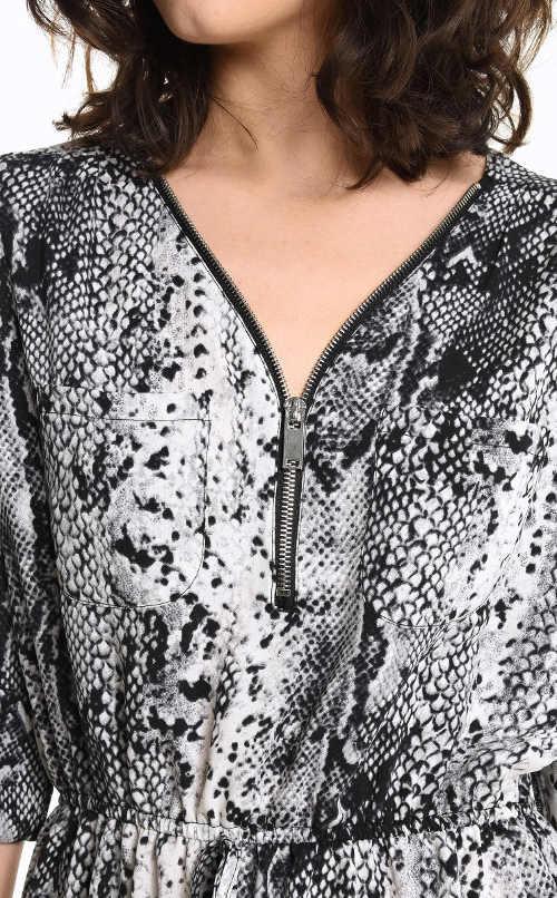 Dámské moderní šaty se zvířecím vzorem
