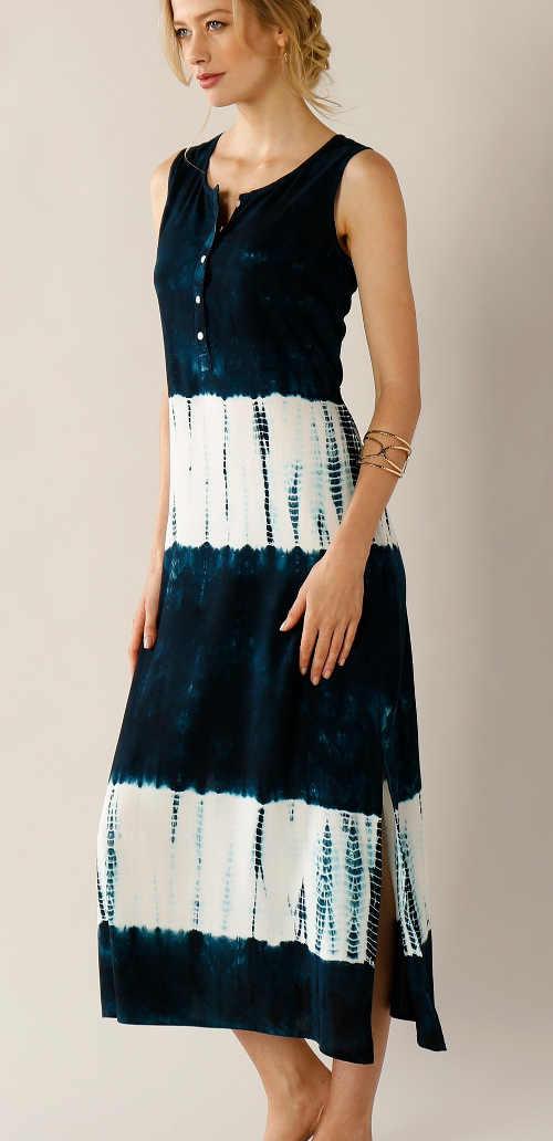 Dlouhé dámské šaty bez rukávů s batikovaným vzorem
