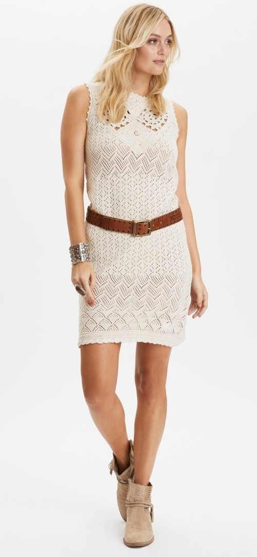 Moderní dámské háčkované šaty z příjemného materiálu