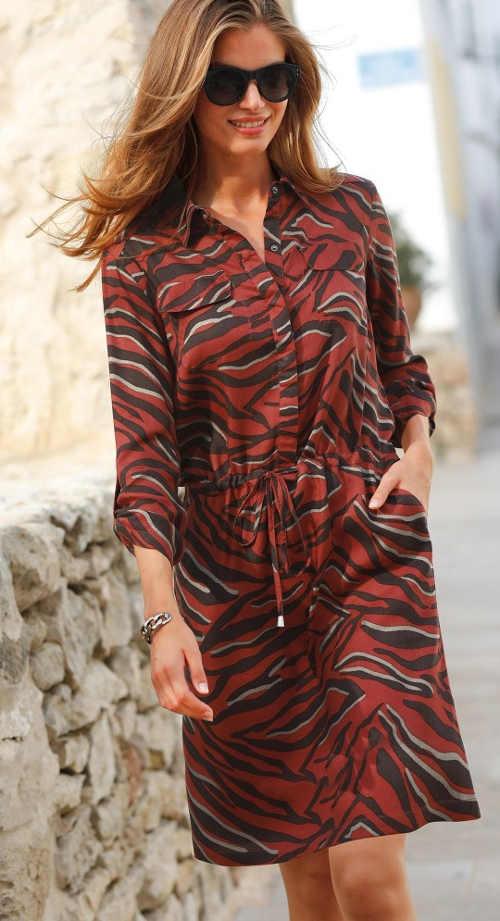 Moderní dámské košilové šaty v barevném potisku