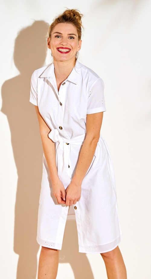 Moderní šaty se zajímavou výšivkou